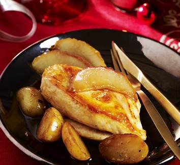 Fijne filets van Label Rouge-hoevekip met peren en ahornsiroop