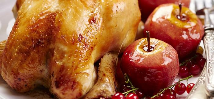Poularde fermière Label Rouge farcie, pommes rôties et groseilles